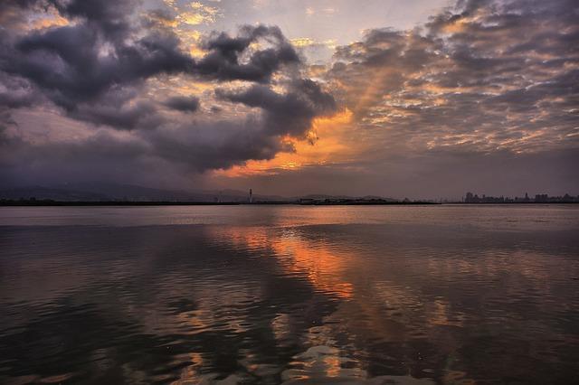 skimrande pärlan solnedgång
